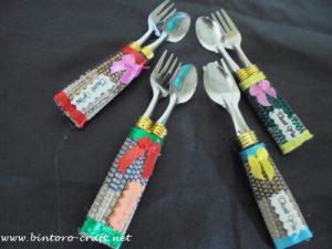 contoh souvenir sendok garpu kemasan tikar