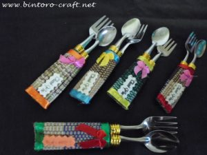 contoh souvenir sendok garpu tikar
