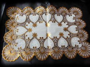 contoh souvenir taplak meja murah emas