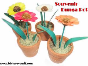souvenir bunga dalam pot