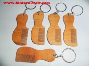 souvenir gantungan kunci sisir kayu