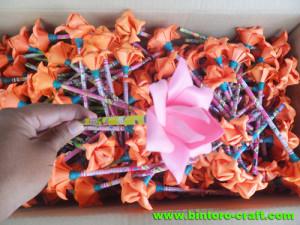 souvenir pensil bunga murah meriah