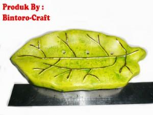 souvenir daun hijau