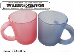 souvenir gelas handle warna murah meriah