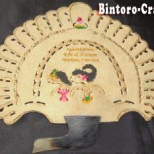 Souvenir Kipas Kulit Burung Merak